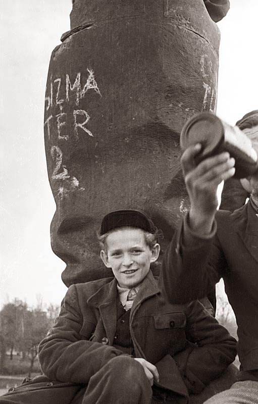 Children at the toppled Stalin statue